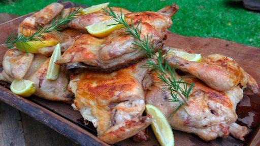 el pollo a la parrila saborelao con limon y romero intenso