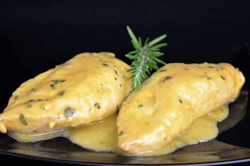 pollo en salsa mostaza y vino blanco